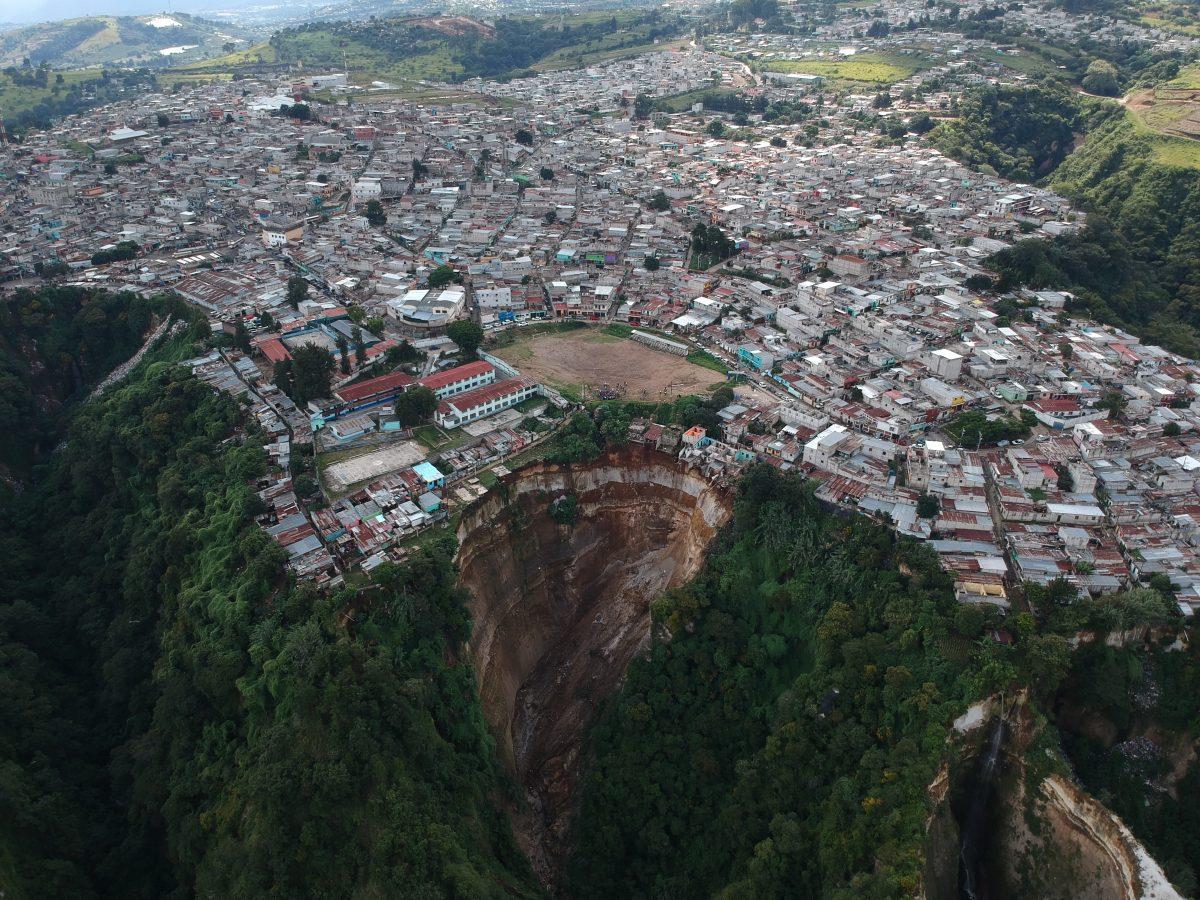 Fotogalería: derrumbe afecta a familias en Peronia