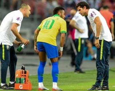 Neymar no pudo continuar el partido amistoso Brasil vs Nigeria por una lesión. (Foto Prensa Libre: Captura de pantalla)