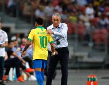Neymar estará fuera de acción por varias semanas. (Foto Prensa Libre: AFP)