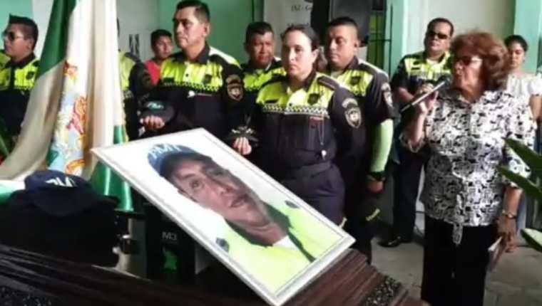 Compañeros de la victima le rindieron un homenaje póstumo el 18 de octubre. (Foto Prensa Libre: captura de video)
