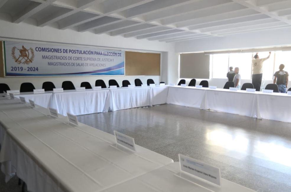 Consejo de la Carrera Judicial entrega documento de evaluación de jueces y magistrados al Diario de Centro América