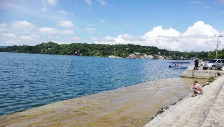 Iniciativa pretende disminuir la contaminación en el lago Petén Itzá. (Foto Prensa Libre: Dony Stewart)