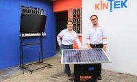 Foto 2: La Ekoplanta, invento de los esposos Mancilla, puede ser utilizada para hacer funcionar casi cualquier tipo de aparato eléctrico que utilice 110 voltios. (Foto Prensa Libre: Carlos Paredes)