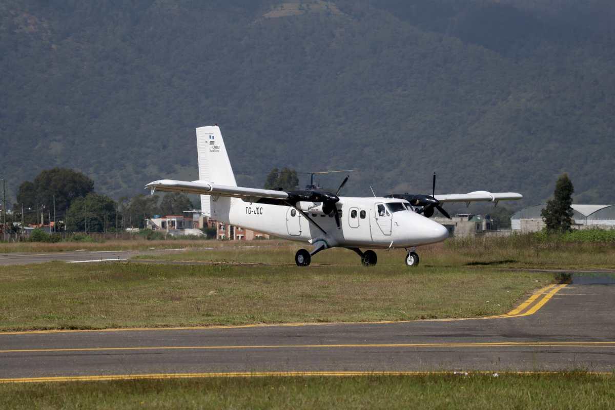 Así opera el remozado aeródromo en Huehuetenango