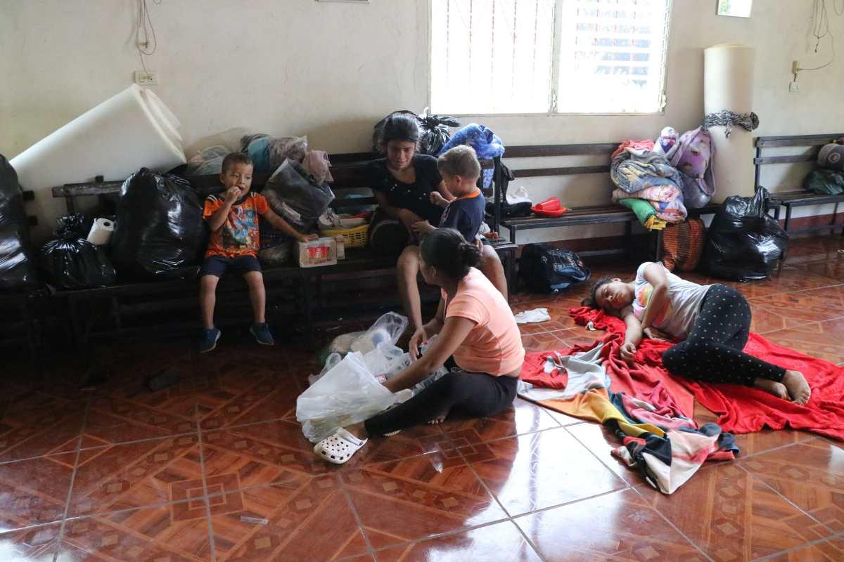 Familias afectadas por el desborde del río Aceituno continúan en albergues