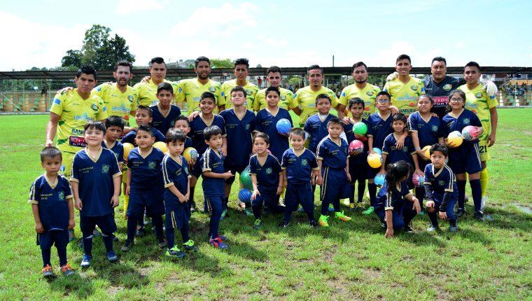 Los jugadores del Deportivo Chiantla esperan solventar la situación. (Foto Prensa Libre: Mike Castillo)