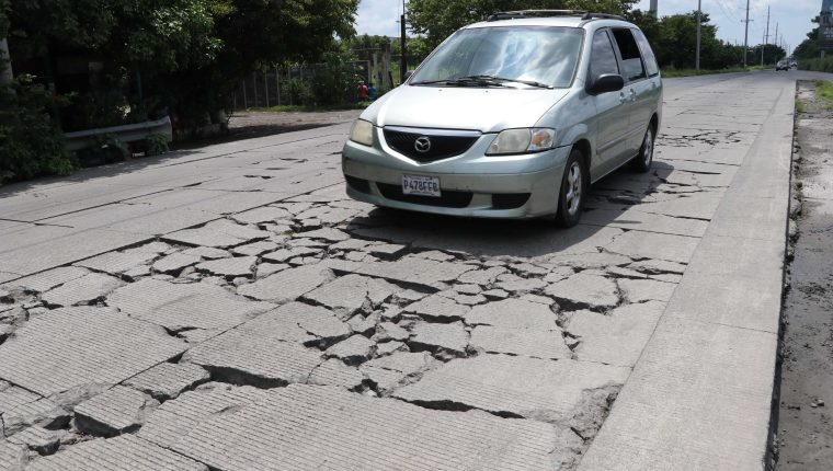 La transferencia presupuestaria que recibió el Ministerio de Comunicación Infraestructura y Vivienda sería destinado para financiar obras de mejoramiento de carreteras. (Foto Prensa Libre: Hemeroteca PL)