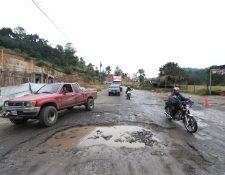 El tramo en mal estado consta de 19.9 kilómetros de Cuatro Caminos a Pologuá, Totonicapán. (Foto Prensa Libre: Mynor Toc)