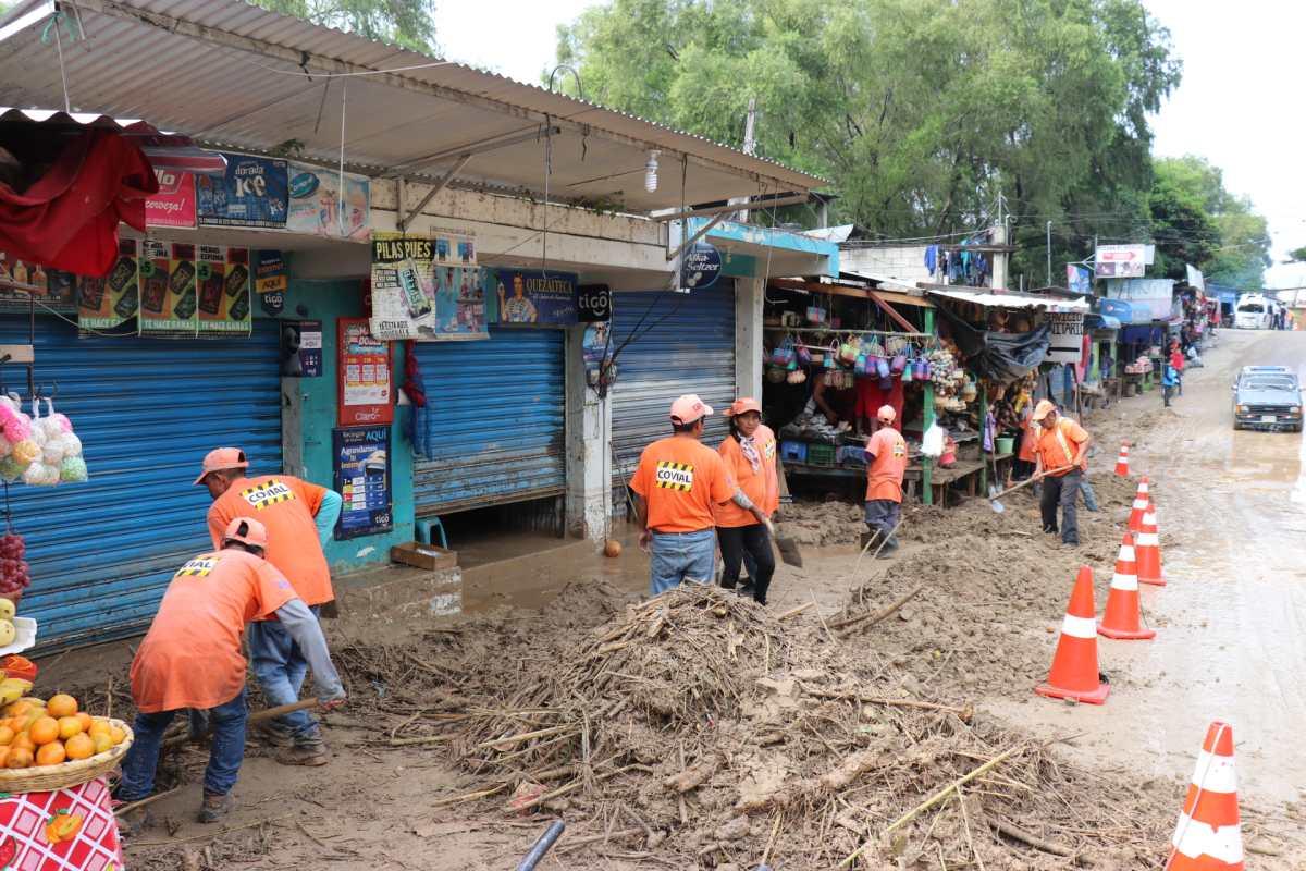 Lluvia desborda riachuelo de quebrada Tambac en Sacapulas y causa estragos