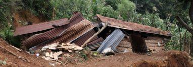 La vivienda de la familia Mejía Tum se ubica en una ladera de la aldea Xenaxicul, Aguacatán , Huehuetenango. (Foto Prensa Libre: Mike Castillo)