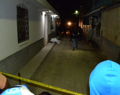 Ana Maribel Funes Gómez, de 27 años, y su hija, Gloria Elisa Funes de tres años, fueron atacadas a balazos en Huehueteanngo. (Foto Prensa Libre: Mike Castillo)