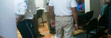 Agentes de la Policía Federal y del Instituto Nacional de Migración de México capturaron a un guatemalteco sindicado de abuso sexual. (Foto Prensa Libre: Cortesía)
