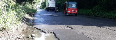 La carretera que comunica Mazatenango con Santo Domingo Suchitepéquez está deteriorada. (Foto Prensa Libre: Marvin Tunchez)