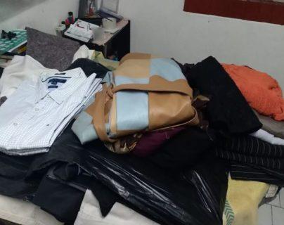 Algunas de las prendas de vestir que han sido donadas para los migrantes retornados. (Foto Prensa Libre: Cortesía).
