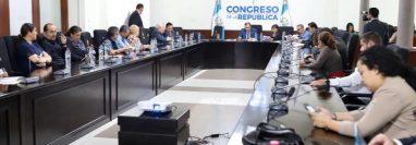 Sindicalistas de la PDH en reunión con diputados. (Foto Prensa Libre: @CongresoGuate)
