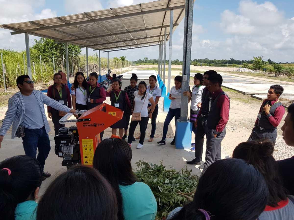 Vecinos de San Andrés aprenden a clasificar basura y contribuyen con el cuidado del lago Petén Itzá