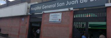 Un total de 3 mil 100 trabajadores del Hospital General San Juan de Dios recibirán más de Q66 millones en concepto de un incremento salarial. (Foto Prensa Libre: Ana Lucía Ola)