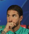 El capitán del Real Madrid, Sergio Ramos, aseguró que el camerino está comprometido con el técnico Zinedine Zidane. (Foto Prensa Libre: EFE)
