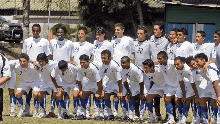 Ellos son los seleccionados que jugaron el preolímpico a Pekín 2008 que dirigió y terminó de formar el costarricense Rodrigo Kenton. (Foto Prensa Libre: Hemeroteca PL)