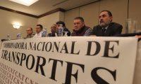 Transportistas dan a conocer detalles de su inconformidad por el reductor de velocidad. (Foto Prensa Libre: Juan Diego González).