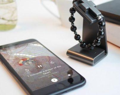 El rosario electrónico se activa con hacer la señal de la cruz. (Foto Prensa Libre: Forbes)