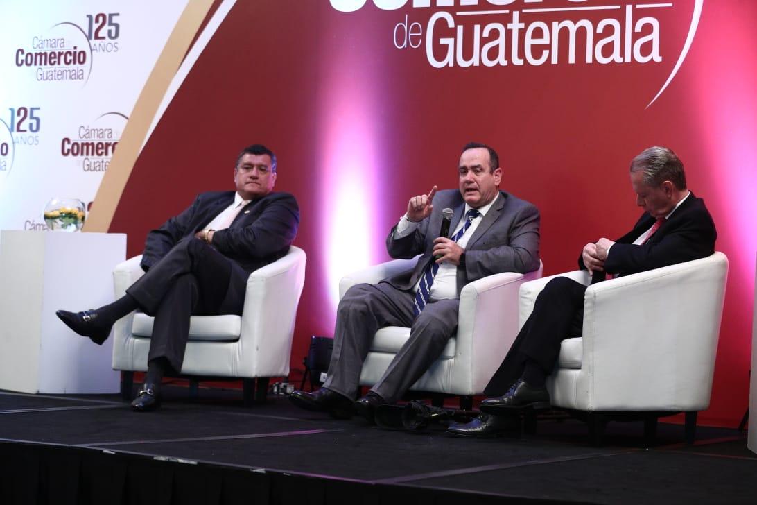Giammattei asegura que derogará el acuerdo que prohíbe los plásticos