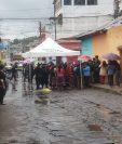 El motorista fallecido por un bus del trasporte Trigal fue reconocido por familiares. (Foto Prensa Libre: Raúl Juárez)