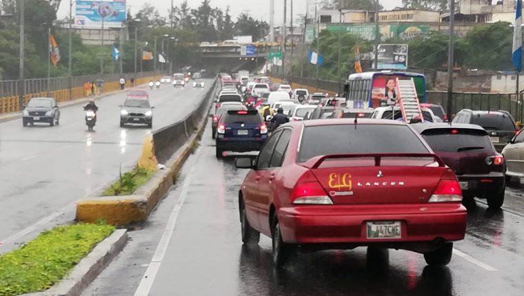 Junto a las lluvias, también se observarán complicaciones en el tránsito vehicular. (Foto Prensa Libre: Erick Ávila)