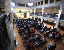 La toma de posesión se llevó a cabo en el Paraninfo Universitario este 20 de octubre. (Foto Prensa Libre: Carlos Hernández Ovalle)
