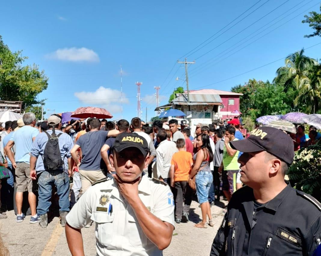 Paso hacia Tikal permanece bloqueado por pobladores