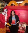 Alejandra Toledo y Ronald McDonald presentaron las evoluciones de la Cajita Feliz. Foto Prensa Libre: Norvin Mendoza
