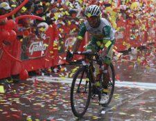 Alfredo Ajpacajá cruza la meta en Totonicapán el primer lugar. )Foto CDAG).