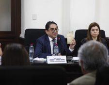 Jordán Rodas asiste a citación donde se pide la remoción de su cargo. (Foto Prensa Libre: Noé Medina)