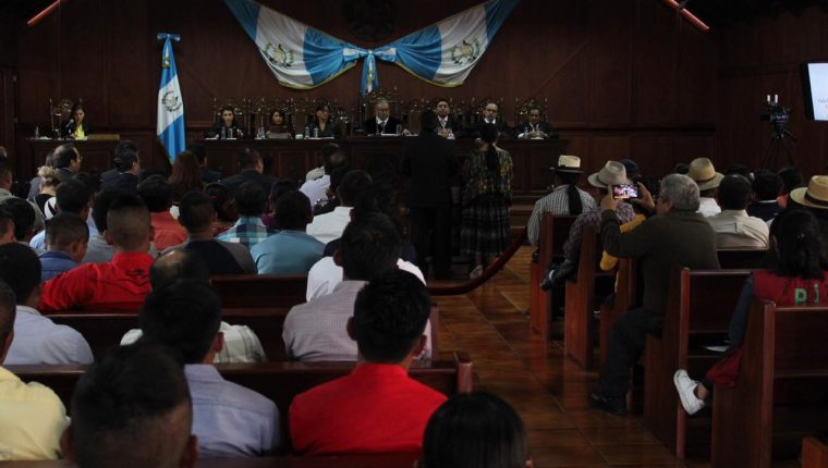 La Corte de Constitucionalidad escucha a las diferentes partes que se expresan sobre la vigencia o no de la operación del proyecto Renace. (Foto Prensa Libre. Miriam Figueroa)