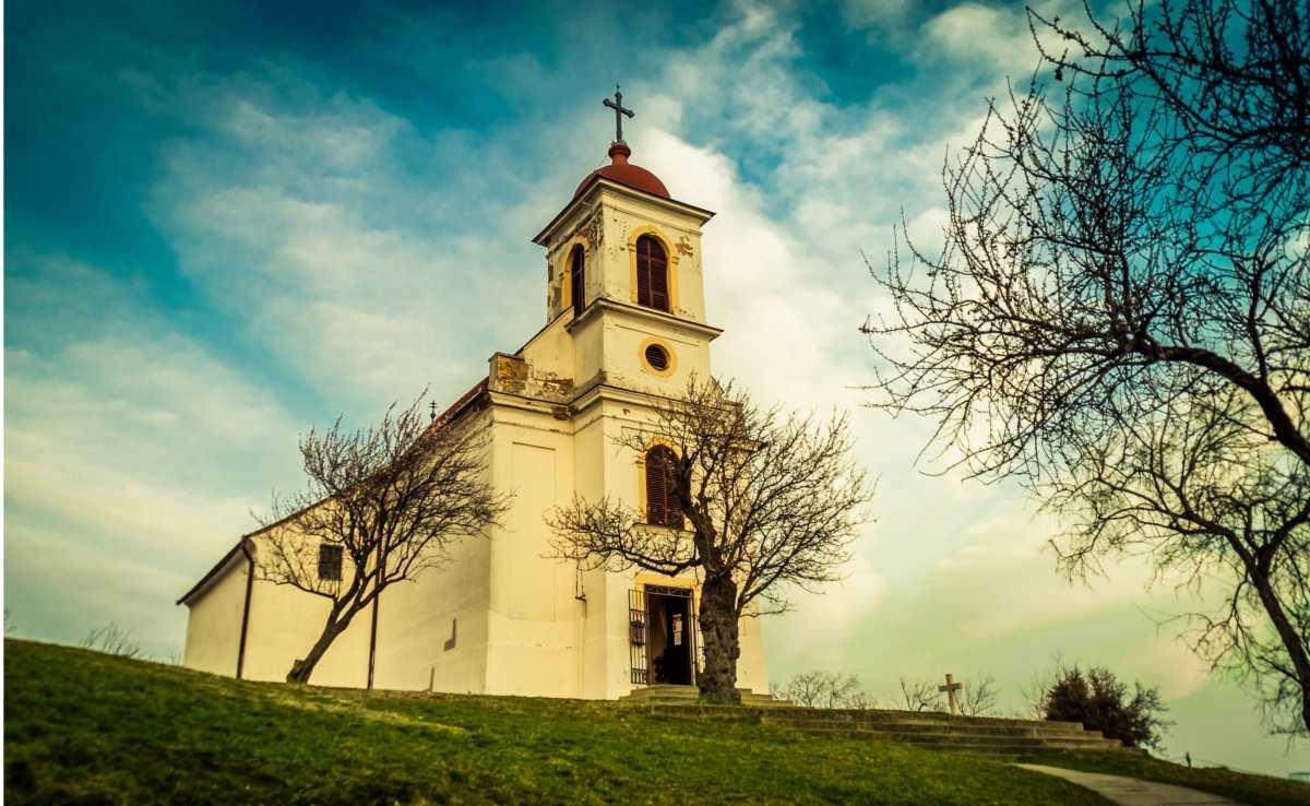 """Iglesia Católica polaca critica el """"Viernes del arcoíris"""" y pide a escuelas no promover LGTB"""