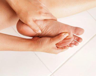 El cuidado de los pies es esencial en un paciente con diabetes.  (Foto Prensa Libre: Servicios)