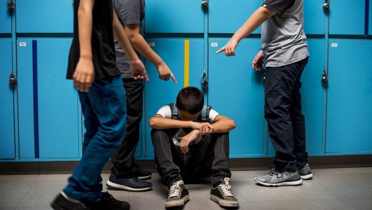Según las estadísticas presentadas, el acoso escolar es uno de los motivos para los intentos de suicidios en Xela. (Foto Prensa Libre: Hemeretoca PL)