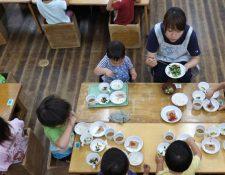 Los niños japoneses son  campeones en salud gracias al almuerzo escolar. (Foto Prensa Libre: Hemeroteca PL)
