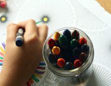 Los niños y jóvenes tendrán mucho tiempo libre en las próximas semanas. El arte es una de esas áreas en las que se ofrecen en estos días varios cursos. (Foto Prensa Libre: Pexels).