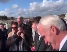 Familiares y amigos de veterano irlandés rompen en carcajadas tras la última broma del fallecido. (Foto: captura de Clarín)