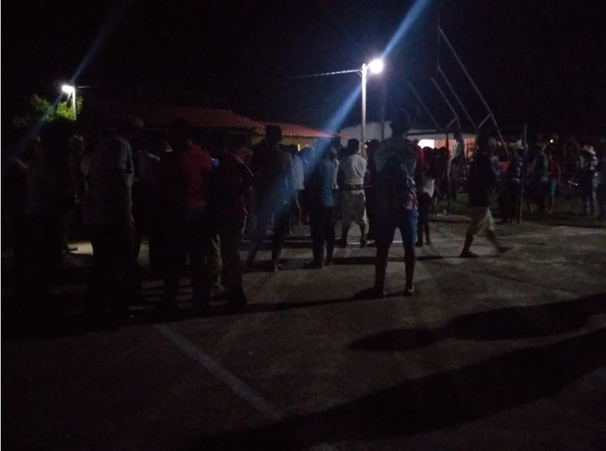 Pobladores vapulean y queman a dos supuestos delincuentes en Izabal, bajo estado de Sitio