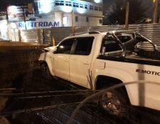 Vehículos derribó cerca de lámina y dañó bases de concreto. (Foto: Amílcar Montejo)