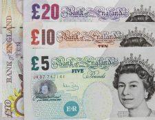 La libra esterlina bajó  0.5% frente al dólar y el euro en el mercado de Londres. (Foto Prensa Libre: pixabay)