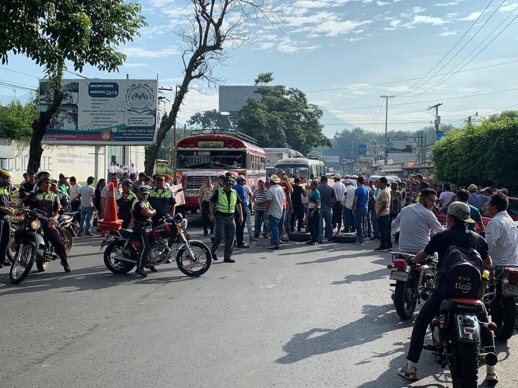 Bloqueo en Samayac dificulta paso de la Vuelta Ciclística
