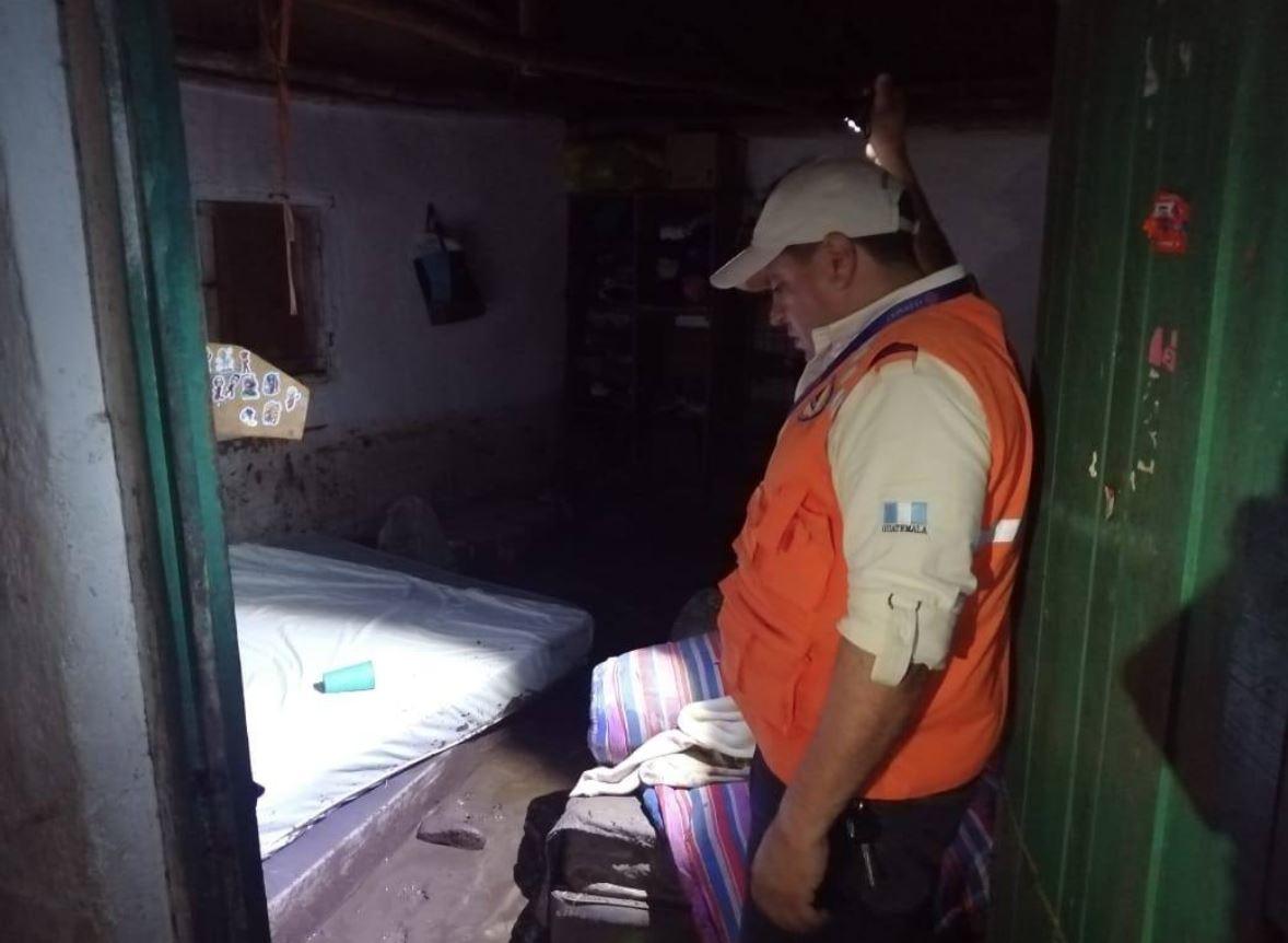 Río se desborda en aldea Vainilla, Gualán y casa resulta inundada con sedimento