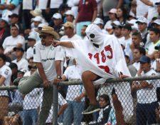 Comunicaciones, líder de la tabla, le recordó a Municipal un episodio sombrío de su historia. (Foto Prensa Libre: Hemeroteca PL)