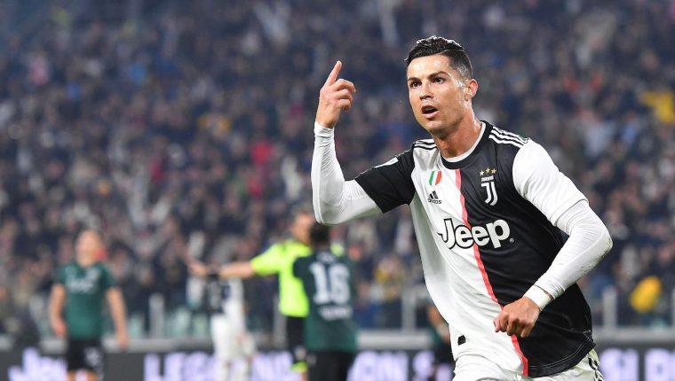Cristiano Ronaldo festeja después de haber marcado un gol para la Juventus contra el Bolonia. (Foto Prensa Libre: EFE).