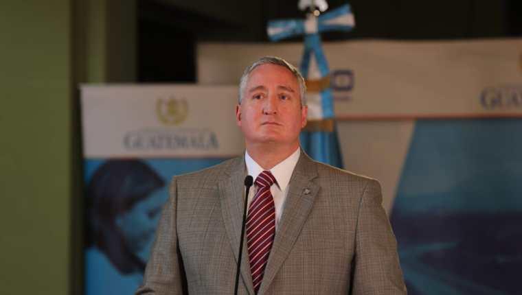 ¿Puede ser destituido el ministro Enrique Degenhart por una resolución judicial?