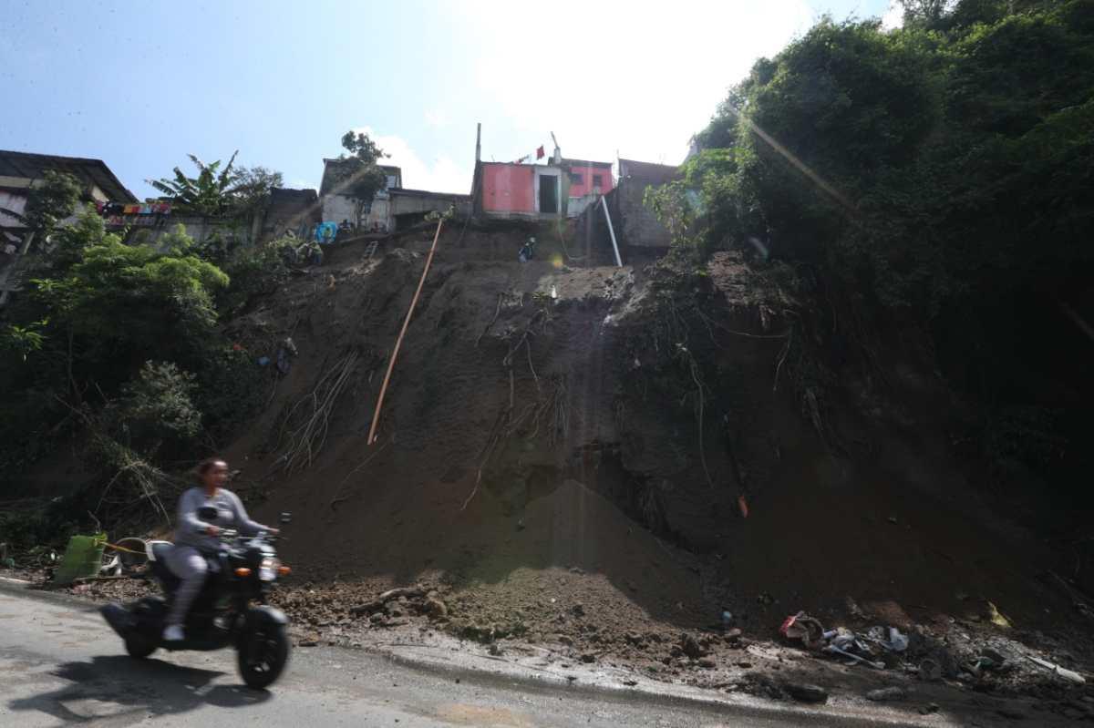 Conred evalúa si existe riesgo para familias que residen en área de derrumbe