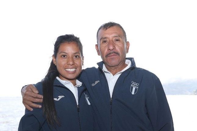 Rubén Chalí con su hija Merlín. Foto Prensa Libre: Hemeroteca PL